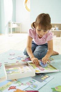 HABA Boîte de jeu magnétique Poupée Lilli à habiller-Image 1
