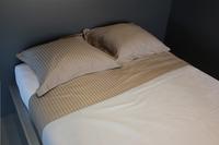 Sleepnight Drap de lit Satinada taupe satin de coton avec lignes verticales-Image 1