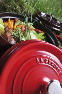 Staub cocotte ovale rouge cerise-Image 1
