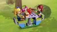 LEGO Friends 41339 Le camping-car de Mia-Image 4