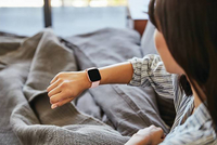 Fitbit montre connectée Versa 2 rose pétale/rose cuivré-Image 1