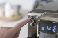 Philips Machine à espresso automatique avec mousseur à lait Series 5000 EP5311/10 blanc-Image 1