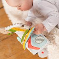 Fehn jouet à suspendre - livre en tissu Loopy & Lotta-Image 2