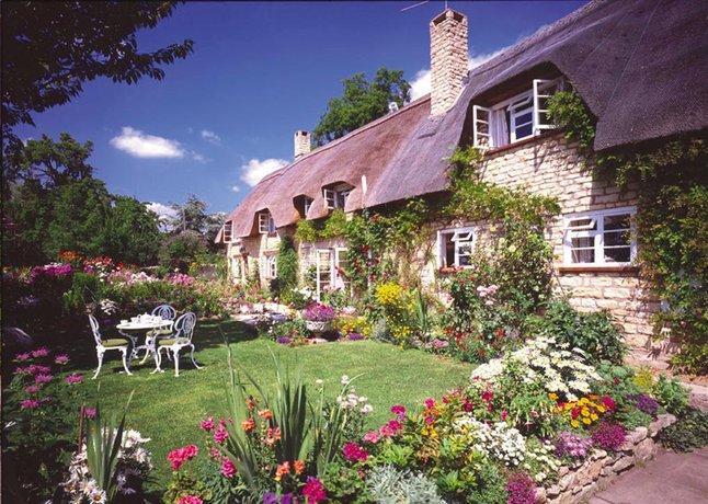Image pour Ravensburger puzzle Cottage at Bredon Hill à partir de ColliShop