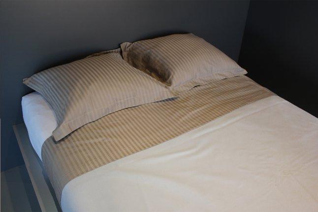 Image pour Sleepnight Drap de lit Satinada taupe satin de coton avec lignes verticales à partir de ColliShop
