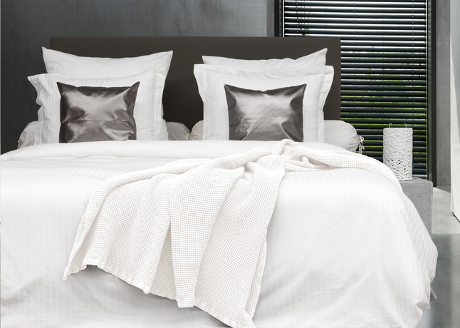 Afbeelding van HnL Living Bedsprei wit katoen 240 x 260 cm from ColliShop