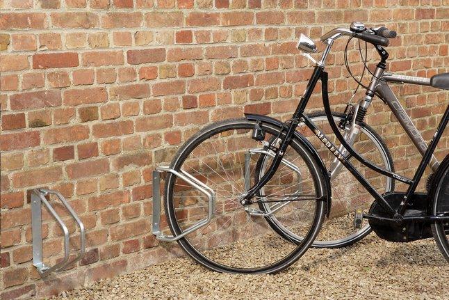 Image pour Mottez range-vélo mural pivotant pour 1 vélo à partir de ColliShop